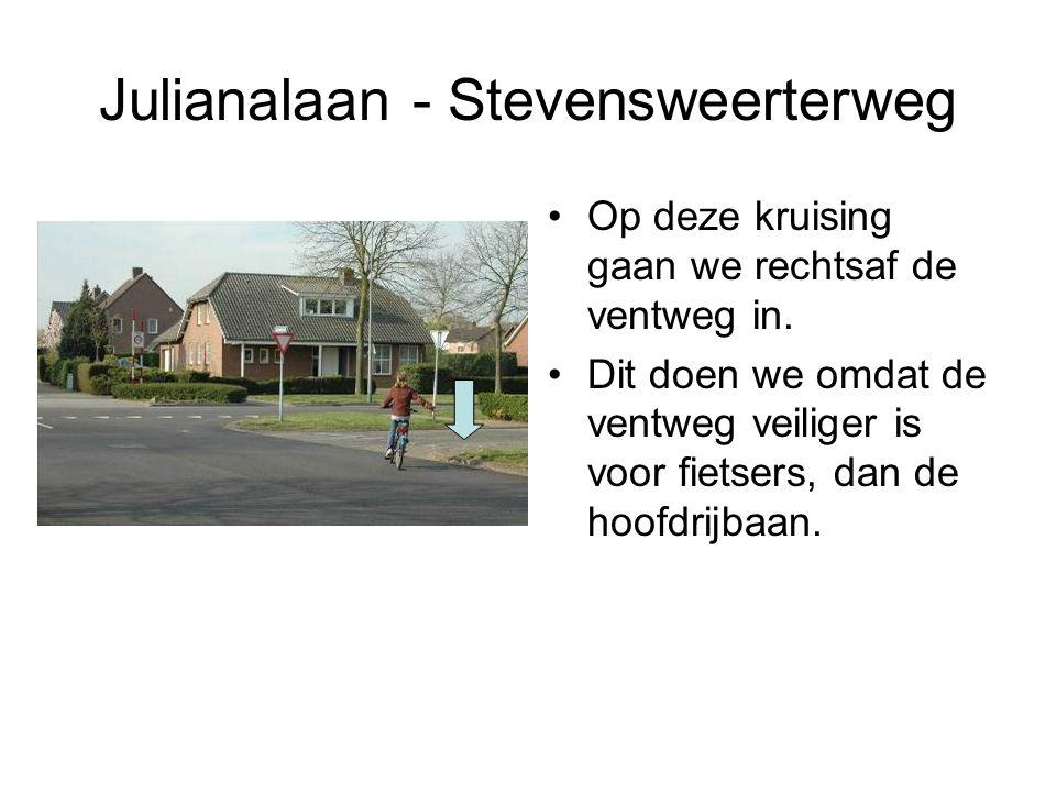 Julianalaan - Stevensweerterweg Op deze kruising gaan we rechtsaf de ventweg in. Dit doen we omdat de ventweg veiliger is voor fietsers, dan de hoofdr