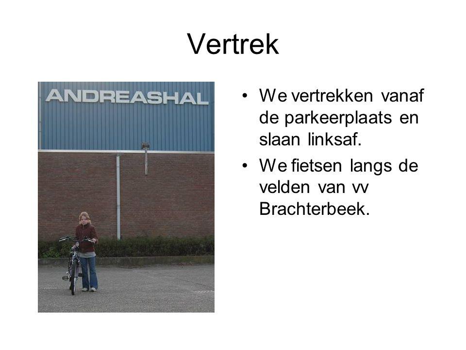 Vertrek We vertrekken vanaf de parkeerplaats en slaan linksaf. We fietsen langs de velden van vv Brachterbeek.