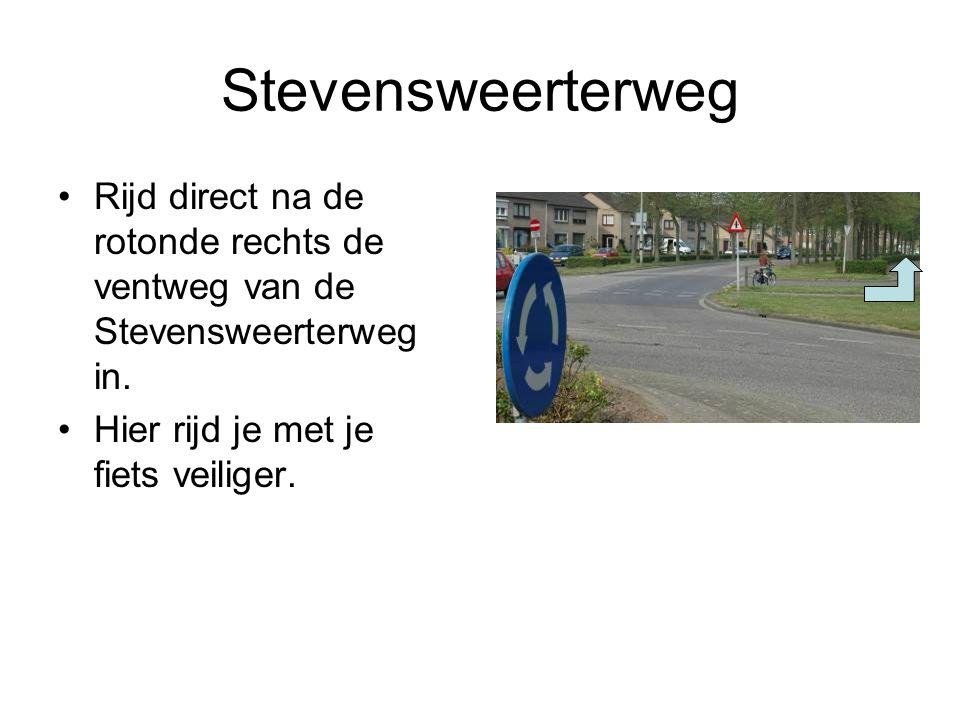 Stevensweerterweg Rijd direct na de rotonde rechts de ventweg van de Stevensweerterweg in. Hier rijd je met je fiets veiliger.
