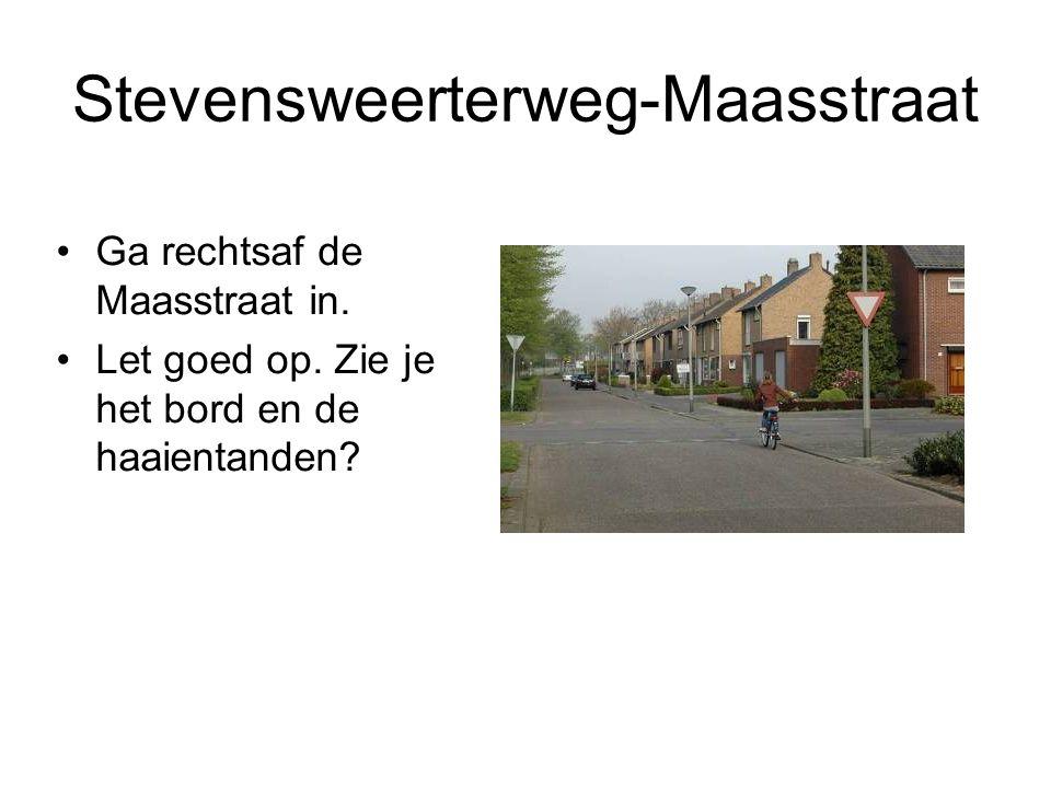 Stevensweerterweg-Maasstraat Ga rechtsaf de Maasstraat in. Let goed op. Zie je het bord en de haaientanden?