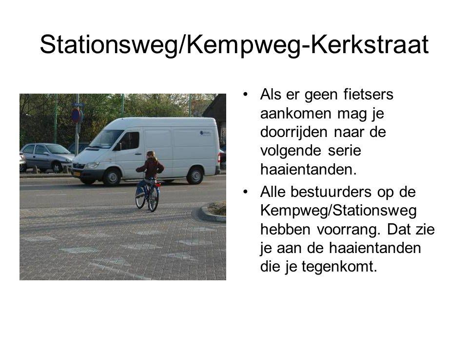 Stationsweg/Kempweg-Kerkstraat Als er geen fietsers aankomen mag je doorrijden naar de volgende serie haaientanden. Alle bestuurders op de Kempweg/Sta