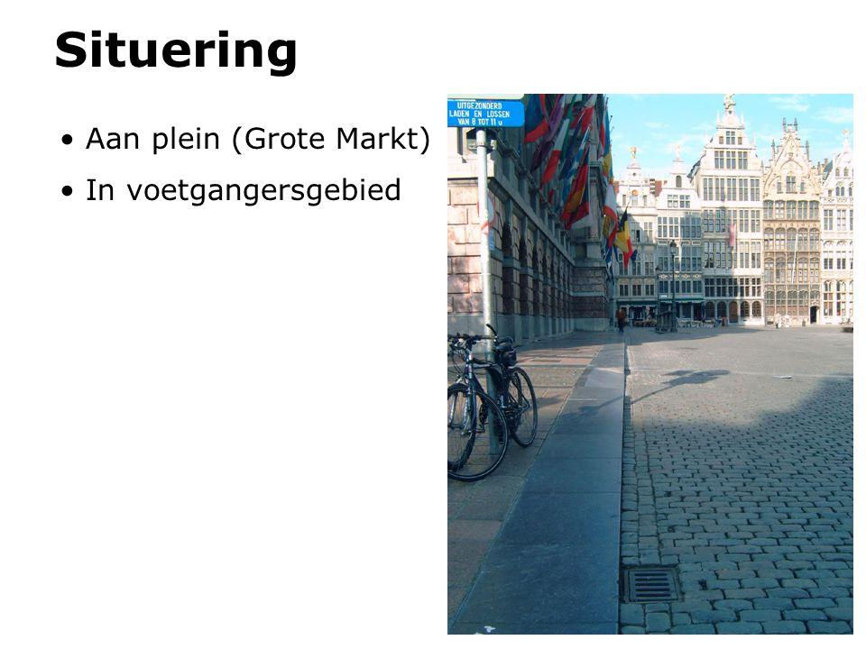 Aan plein (Grote Markt) In voetgangersgebied