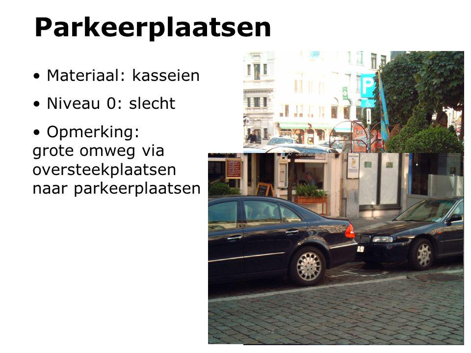 Parkeerplaatsen Materiaal: kasseien Niveau 0: slecht Opmerking: grote omweg via oversteekplaatsen naar parkeerplaatsen