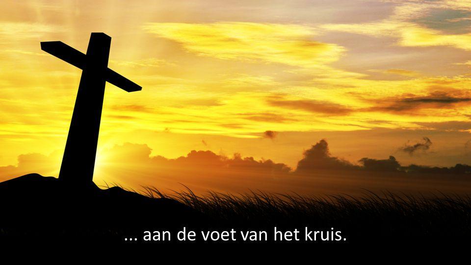 ... aan de voet van het kruis.