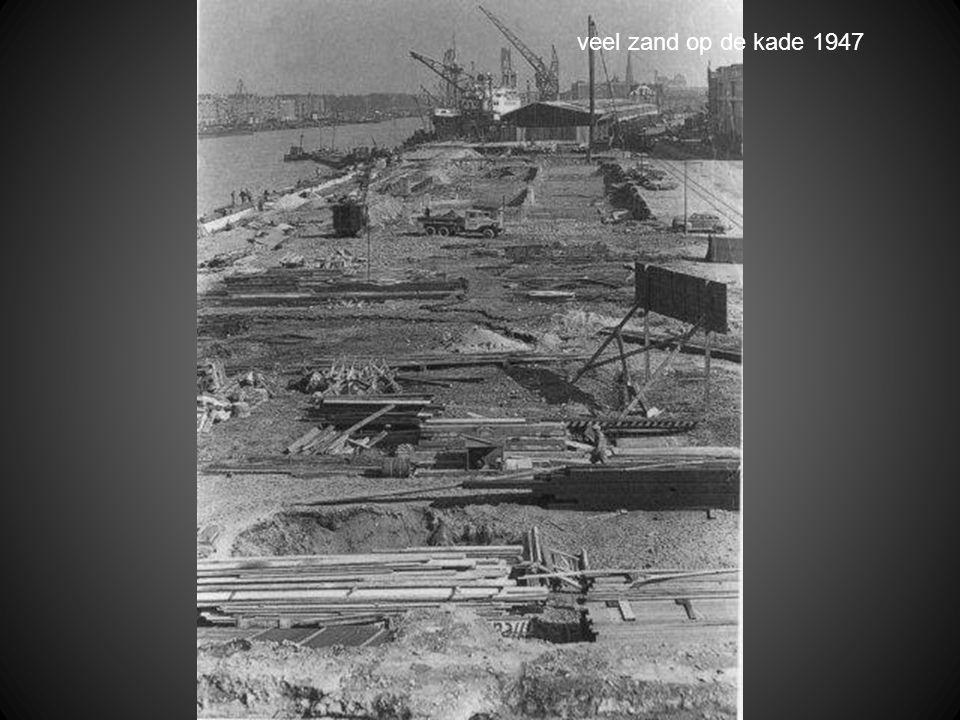 veel zand op de kade 1947