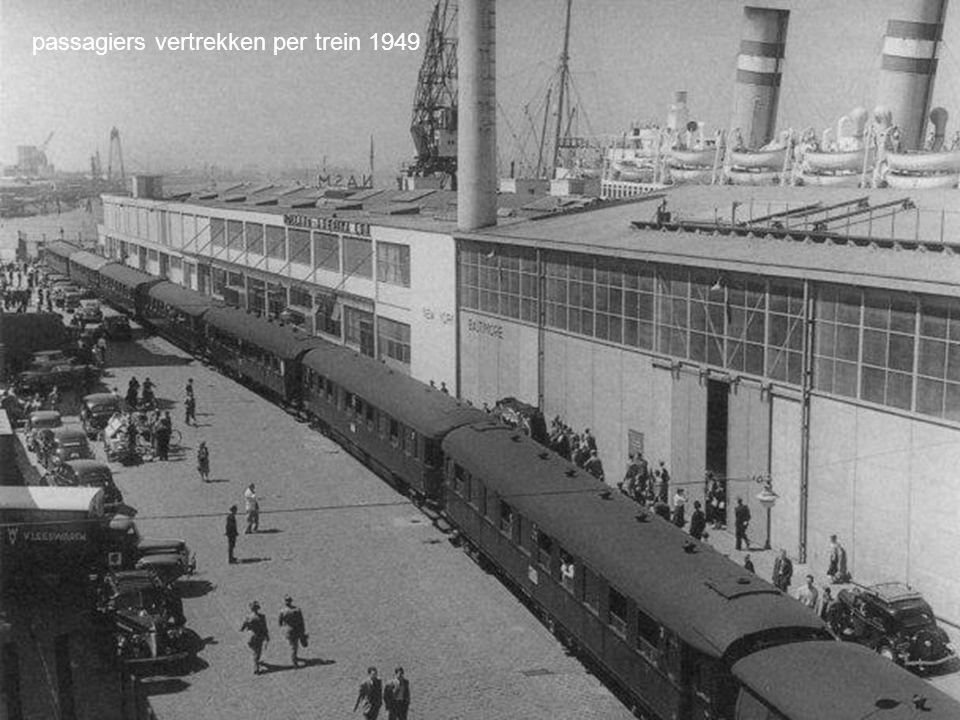 passagiers vertrekken per trein 1949