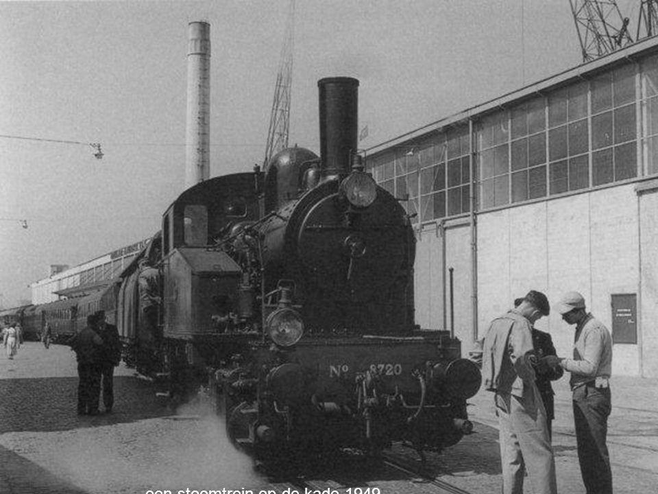 een stoomtrein op de kade 1949