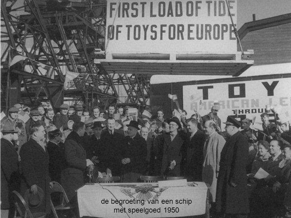 de begroeting van een schip met speelgoed 1950