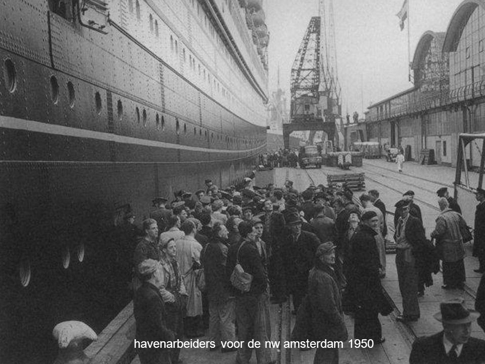 havenarbeiders voor de nw amsterdam 1950