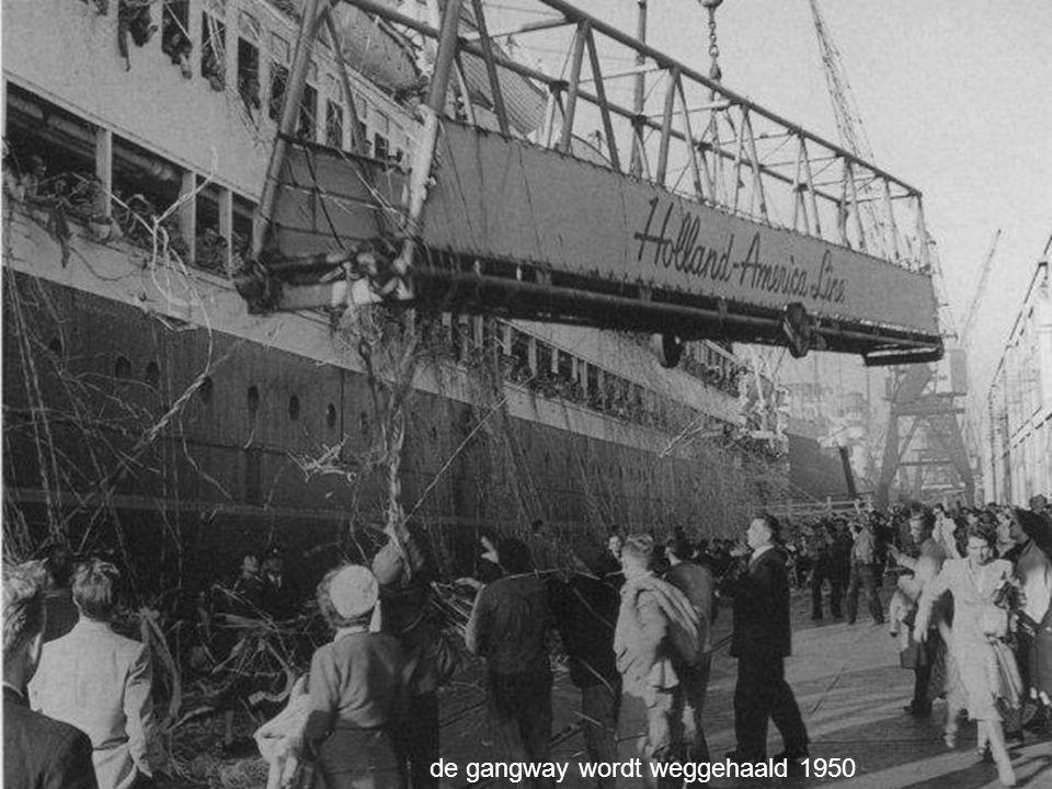 de gangway wordt weggehaald 1950