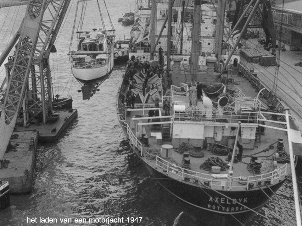 het laden van een motorjacht 1947
