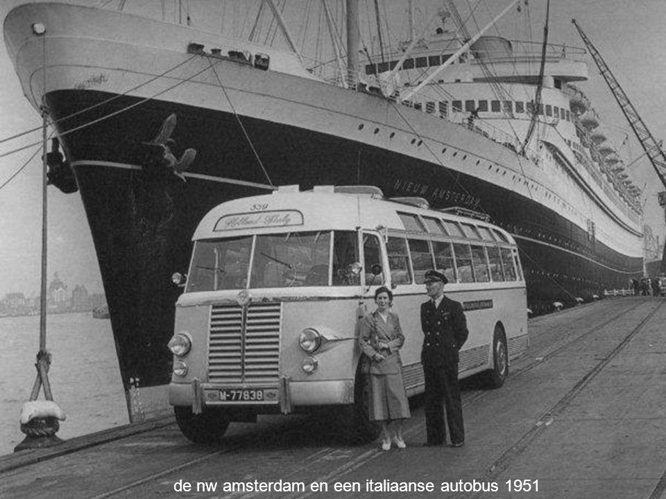 de nw amsterdam en een italiaanse autobus 1951