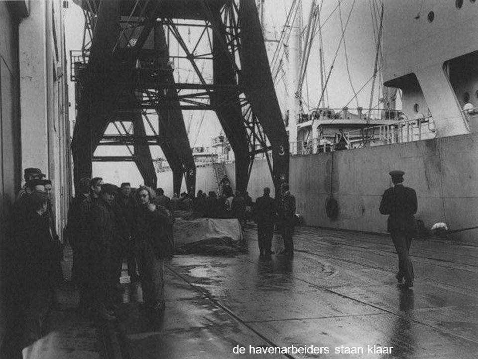 de havenarbeiders staan klaar