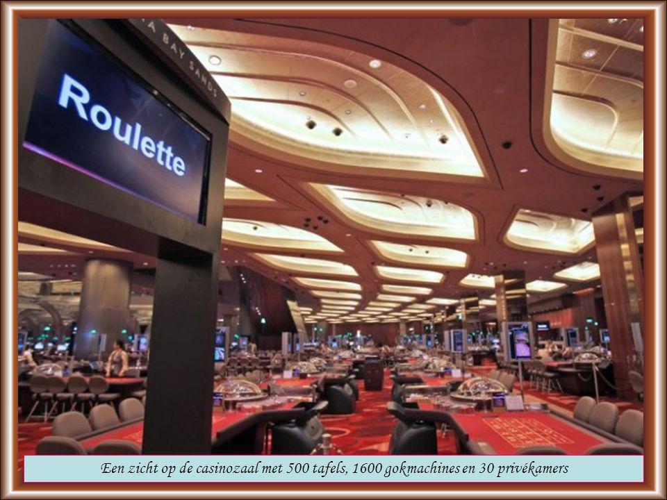 Er werken 10.000 mensen in het hotel. De toegang tot het casino kost 60 euro per dag