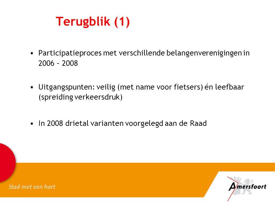 Terugblik (1) Participatieproces met verschillende belangenverenigingen in 2006 – 2008 Uitgangspunten: veilig (met name voor fietsers) én leefbaar (spreiding verkeersdruk) In 2008 drietal varianten voorgelegd aan de Raad