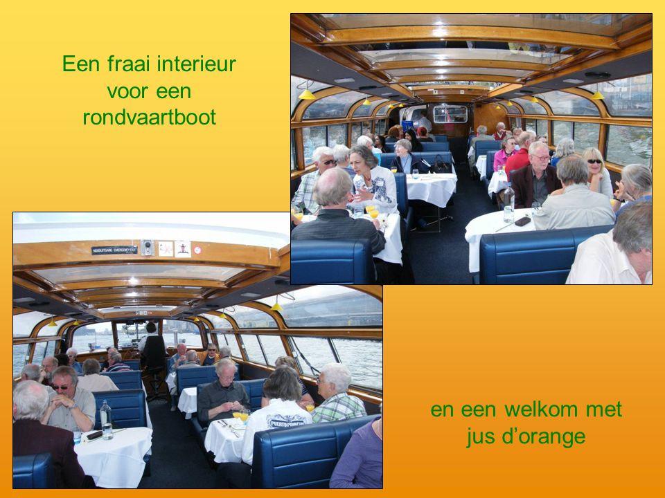 en een welkom met jus d'orange Een fraai interieur voor een rondvaartboot