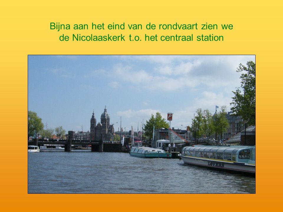 Bijna aan het eind van de rondvaart zien we de Nicolaaskerk t.o. het centraal station