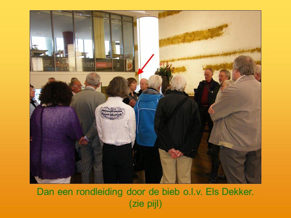 Dan een rondleiding door de bieb o.l.v. Els Dekker. (zie pijl)