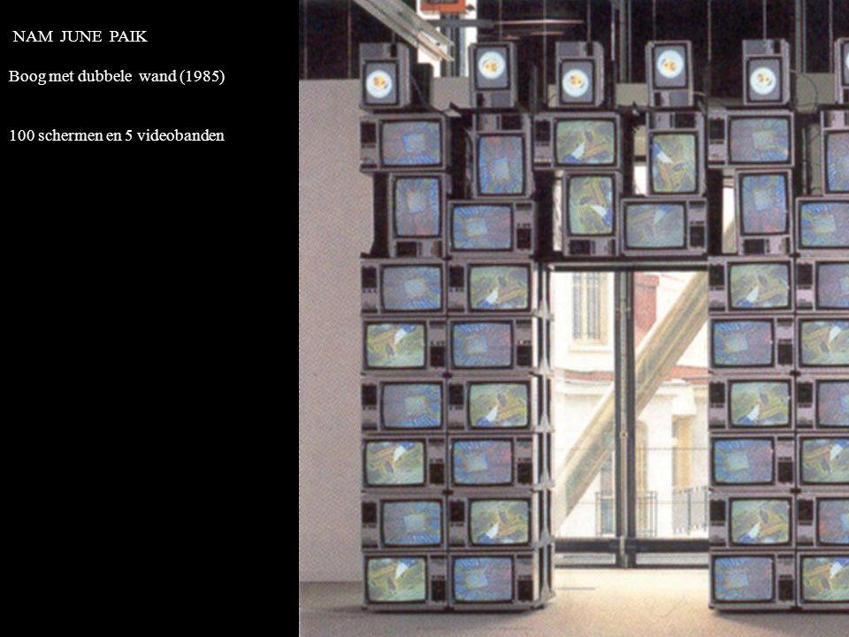 NAM JUNE PAIK Boog met dubbele wand (1985) 100 schermen en 5 videobanden