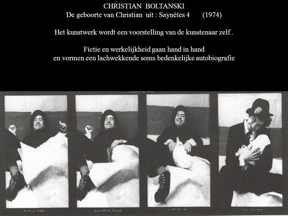 CHRISTIAN BOLTANSKI De geboorte van Christian uit : Saynètes 4 (1974) Het kunstwerk wordt een voorstelling van de kunstenaar zelf.