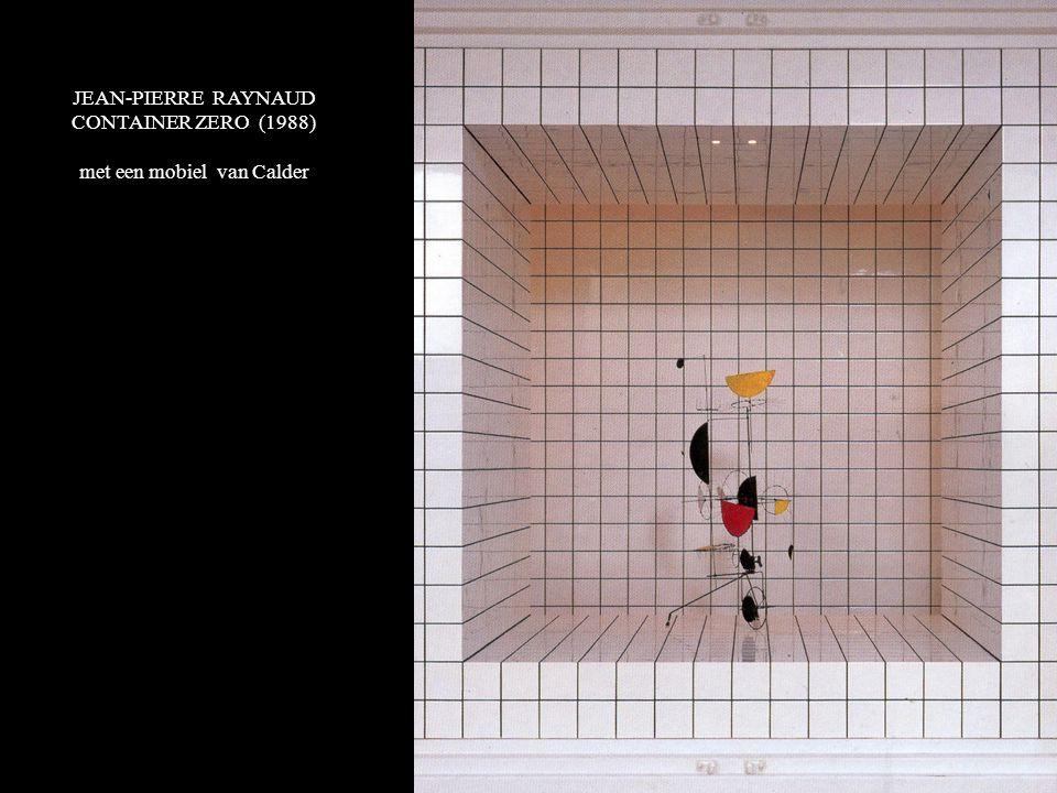 JEAN-PIERRE RAYNAUD CONTAINER ZERO (1988) met een mobiel van Calder
