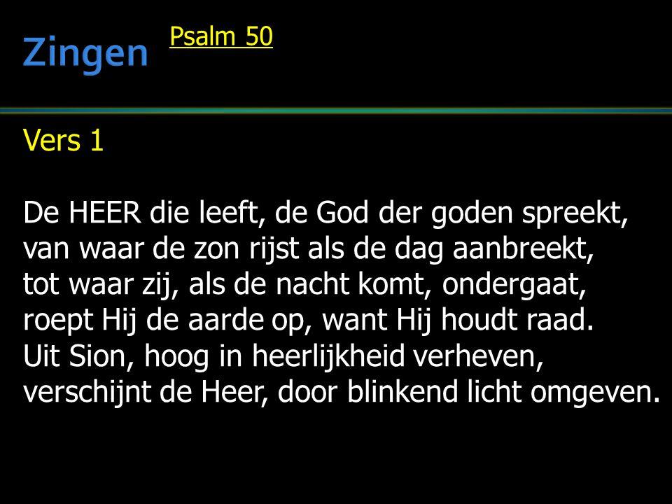 Vers 1 De HEER die leeft, de God der goden spreekt, van waar de zon rijst als de dag aanbreekt, tot waar zij, als de nacht komt, ondergaat, roept Hij de aarde op, want Hij houdt raad.