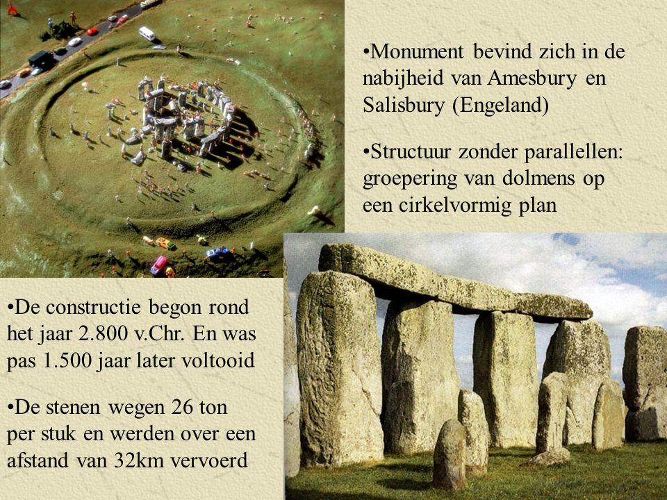 Structuur zonder parallellen: groepering van dolmens op een cirkelvormig plan De constructie begon rond het jaar 2.800 v.Chr. En was pas 1.500 jaar la