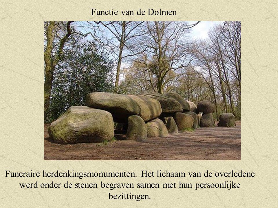 Functie van de Dolmen Funeraire herdenkingsmonumenten. Het lichaam van de overledene werd onder de stenen begraven samen met hun persoonlijke bezittin
