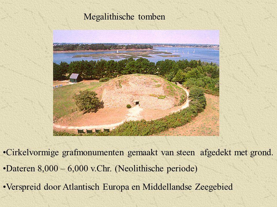 Megalithische tomben Cirkelvormige grafmonumenten gemaakt van steen afgedekt met grond. Dateren 8,000 – 6,000 v.Chr. (Neolithische periode) Verspreid