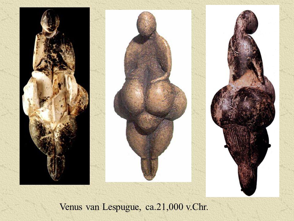Betekenis van de Menhir Betrokken tot fertiliteitrituelen: menhir symboliseert het mannelijk geslacht en aarde stelt het vrouwelijke element voor Herdenkingsmonumenten voor grote leiders en helden