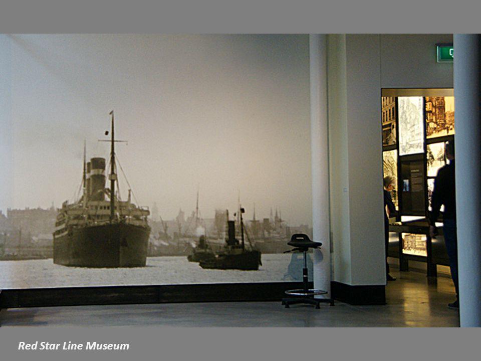 Landverhuizers in het Red Star Line gebouw,circa 1926 Een Museum op de plek waar het gebeurde.