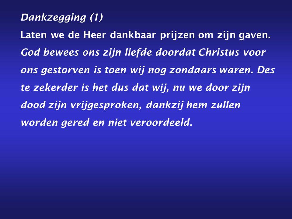 Dankzegging (1) Laten we de Heer dankbaar prijzen om zijn gaven. God bewees ons zijn liefde doordat Christus voor ons gestorven is toen wij nog zondaa