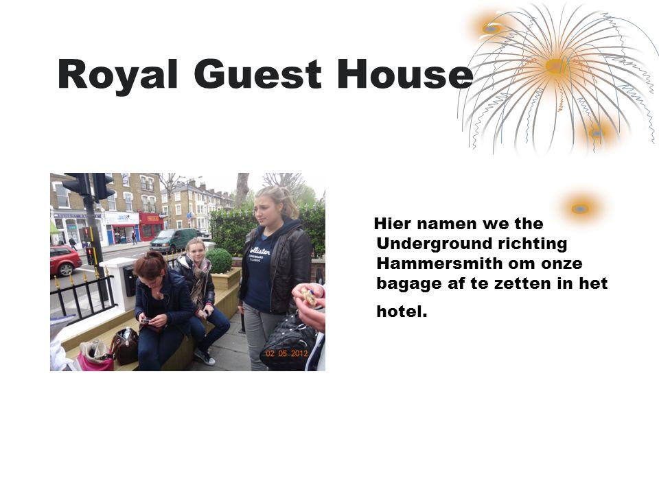 Royal Guest House Hier namen we the Underground richting Hammersmith om onze bagage af te zetten in het hotel.