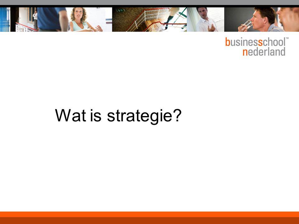 Paradigma van red ocean strategy Paradigma is competitie Grenzen van de markt zijn duidelijk, spelregels ook Thema's zijn: marktaandeel, competitive advantage, markt uitmelken (cash cows),..