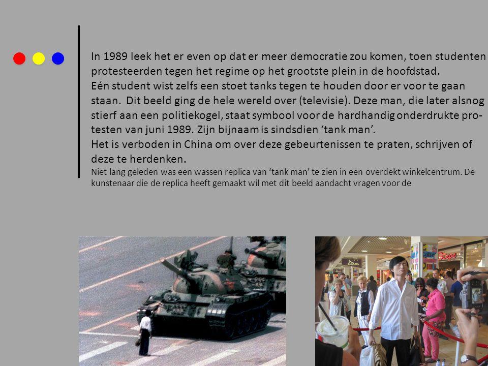In 1989 leek het er even op dat er meer democratie zou komen, toen studenten protesteerden tegen het regime op het grootste plein in de hoofdstad. Eén