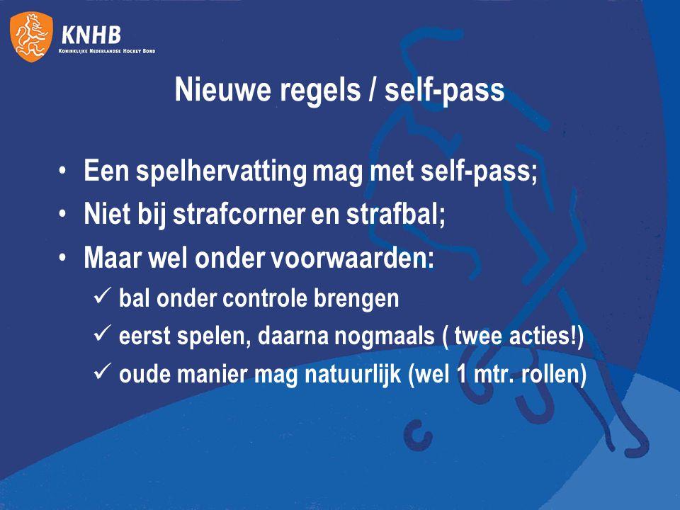 Nieuwe regels / self-pass Een spelhervatting mag met self-pass; Niet bij strafcorner en strafbal; Maar wel onder voorwaarden: bal onder controle breng