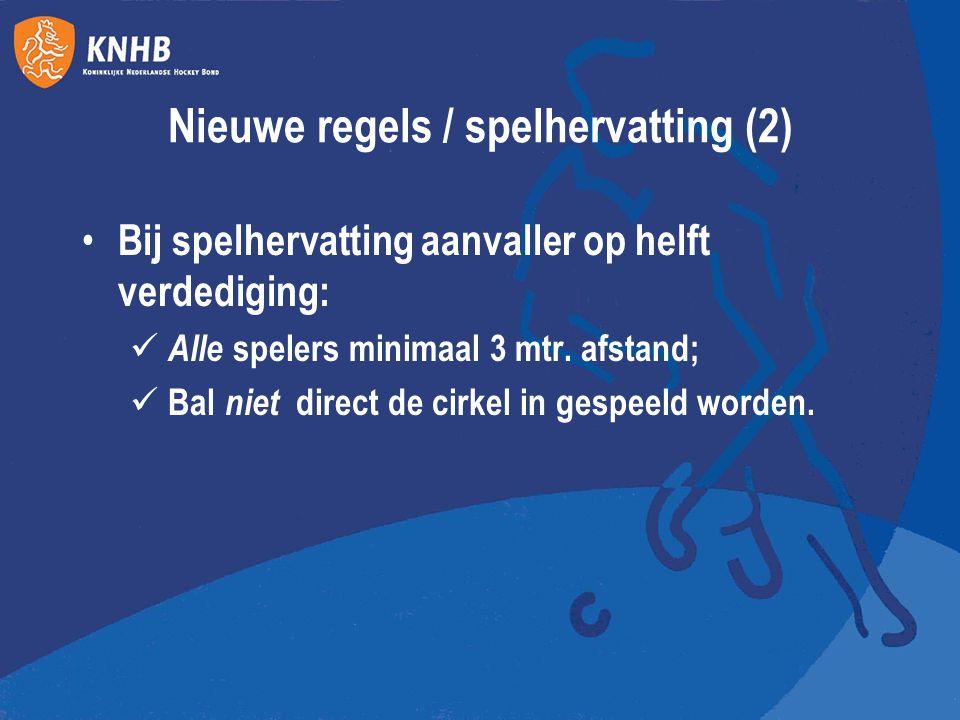 Nieuwe regels / spelhervatting (2) Bij spelhervatting aanvaller op helft verdediging: Alle spelers minimaal 3 mtr. afstand; Bal niet direct de cirkel