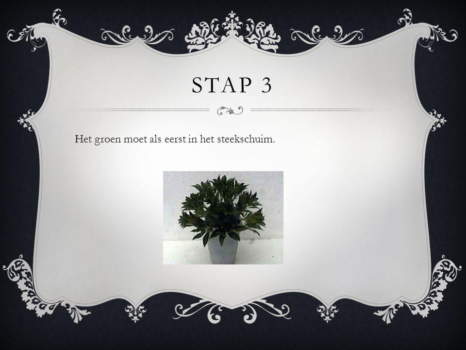 STAP 4 Als al het groen er in zit doe je de bloemen er bij.