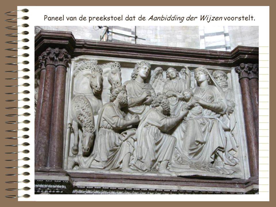 Preekstoel gebeeldhouwd door Nicola Pisano. Hij was zo trots op zijn werk dat hij onder de panelen graveerde: In het jaar 1260 beeldhouwde Nicola Pisa