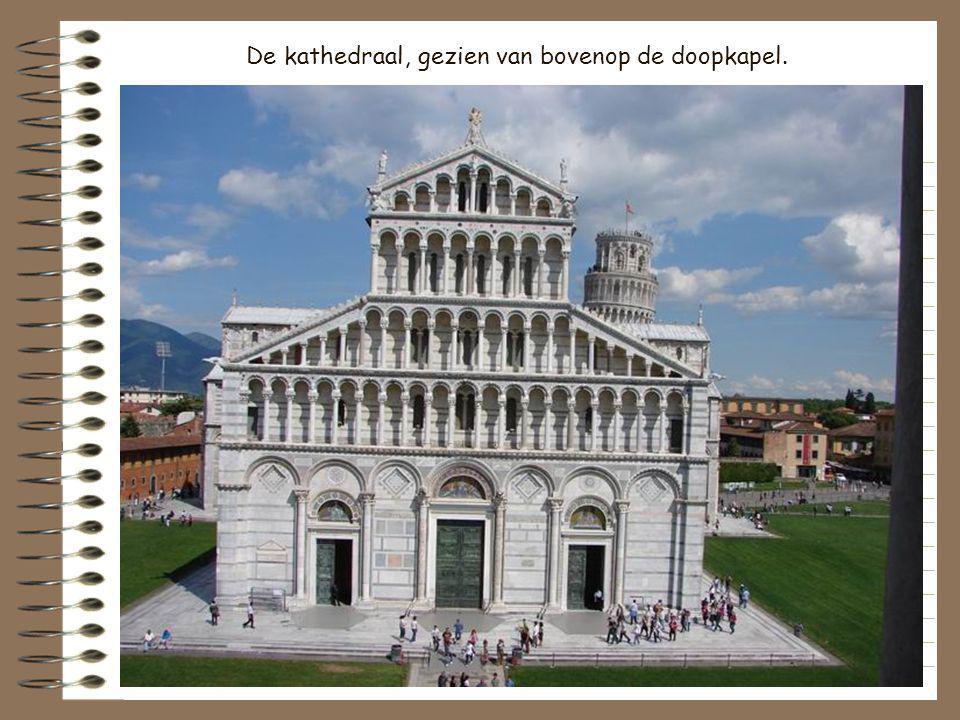 De kathedraalSanta Maria Assunta, een werk van de architecten Buscheto en Rainaldo op het einde van de XIe eeuw, werd gebouwd met het goud van zes op