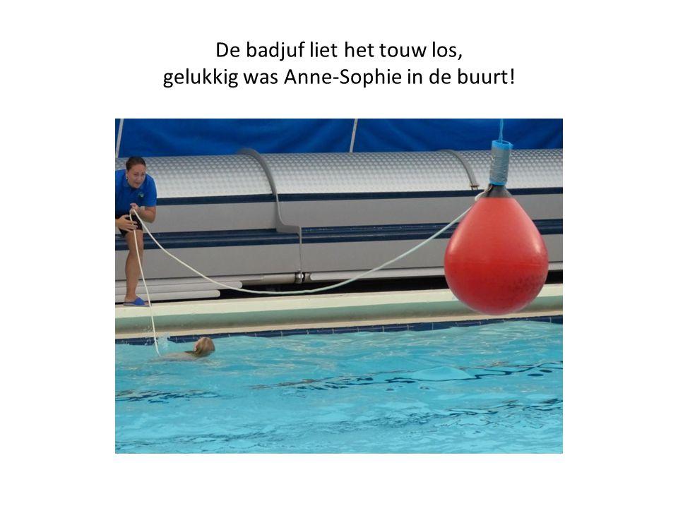 De badjuf liet het touw los, gelukkig was Anne-Sophie in de buurt!