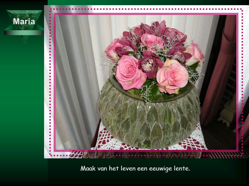 M Het is een kunst een boeket te maken van bloemen waar je bij kunt.