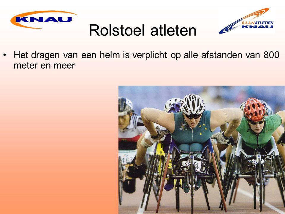 Rolstoel atleten Het dragen van een helm is verplicht op alle afstanden van 800 meter en meer