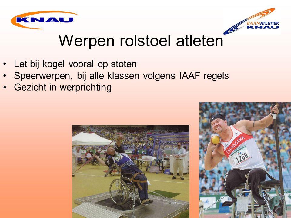 Werpen rolstoel atleten Let bij kogel vooral op stoten Speerwerpen, bij alle klassen volgens IAAF regels Gezicht in werprichting