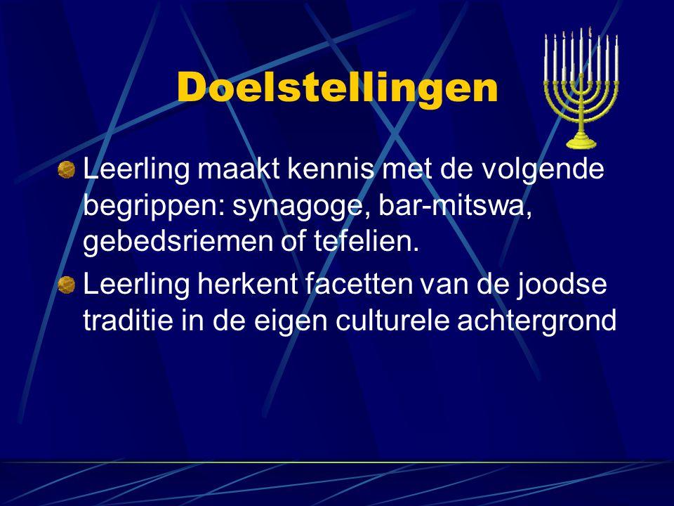 Doelstellingen Leerling maakt kennis met de volgende begrippen: synagoge, bar-mitswa, gebedsriemen of tefelien. Leerling herkent facetten van de joods