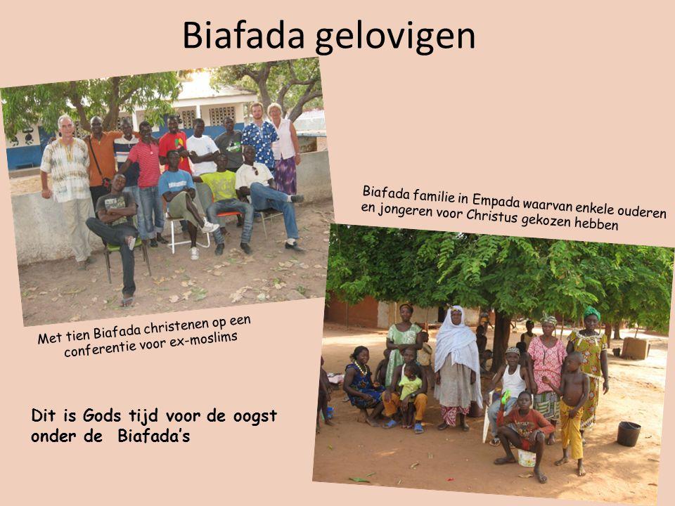Biafada gelovigen Met tien Biafada christenen op een conferentie voor ex-moslims Biafada familie in Empada waarvan enkele ouderen en jongeren voor Christus gekozen hebben Dit is Gods tijd voor de oogst onder de Biafada's