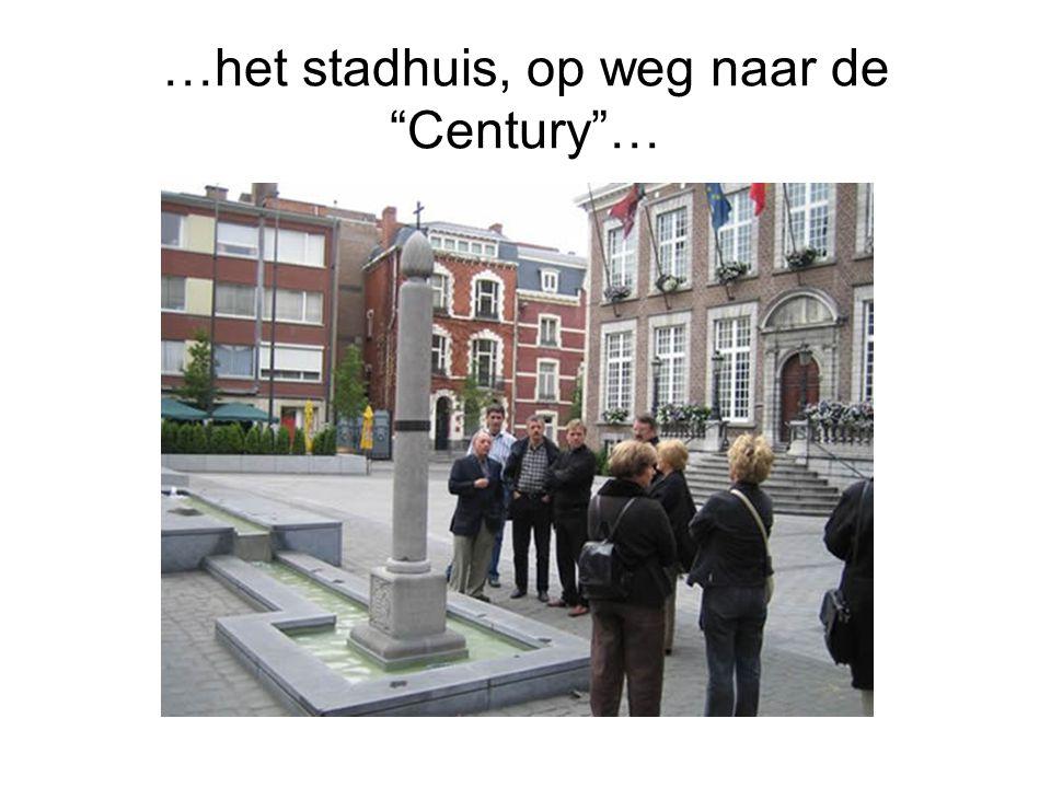 …het stadhuis, op weg naar de Century …
