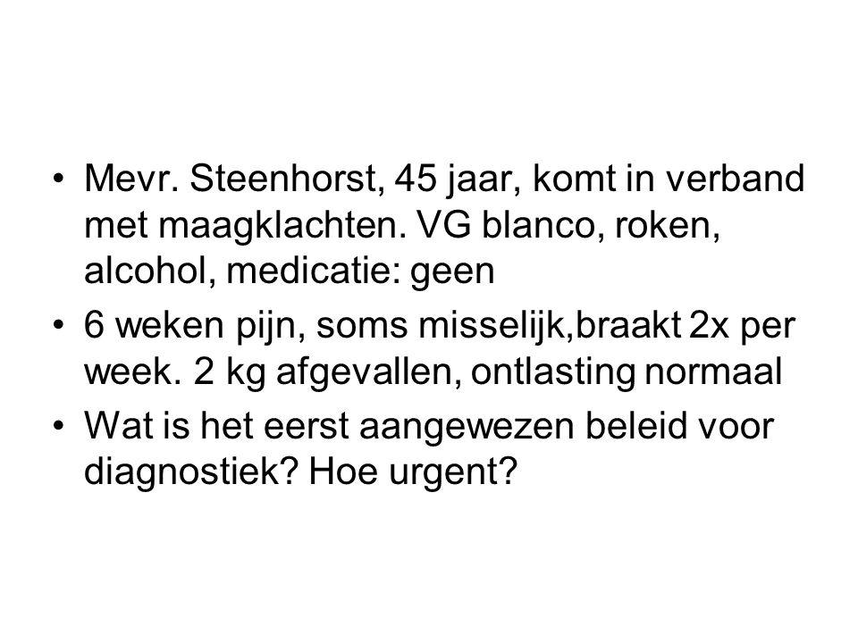 Mevr.Steenhorst, 45 jaar, komt in verband met maagklachten.
