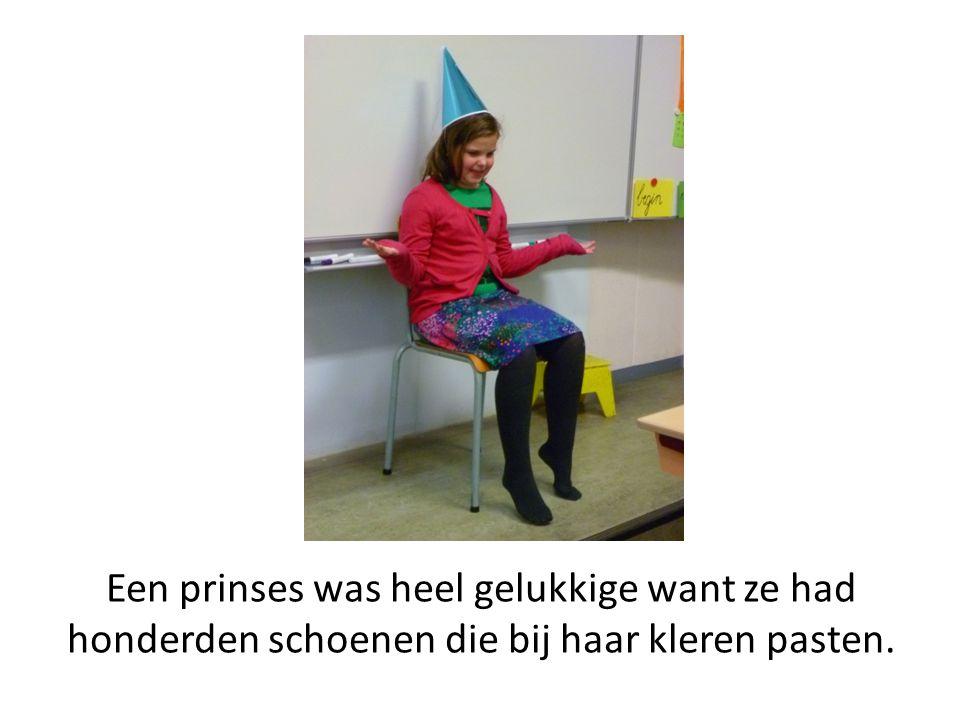 Een prinses was heel gelukkige want ze had honderden schoenen die bij haar kleren pasten.