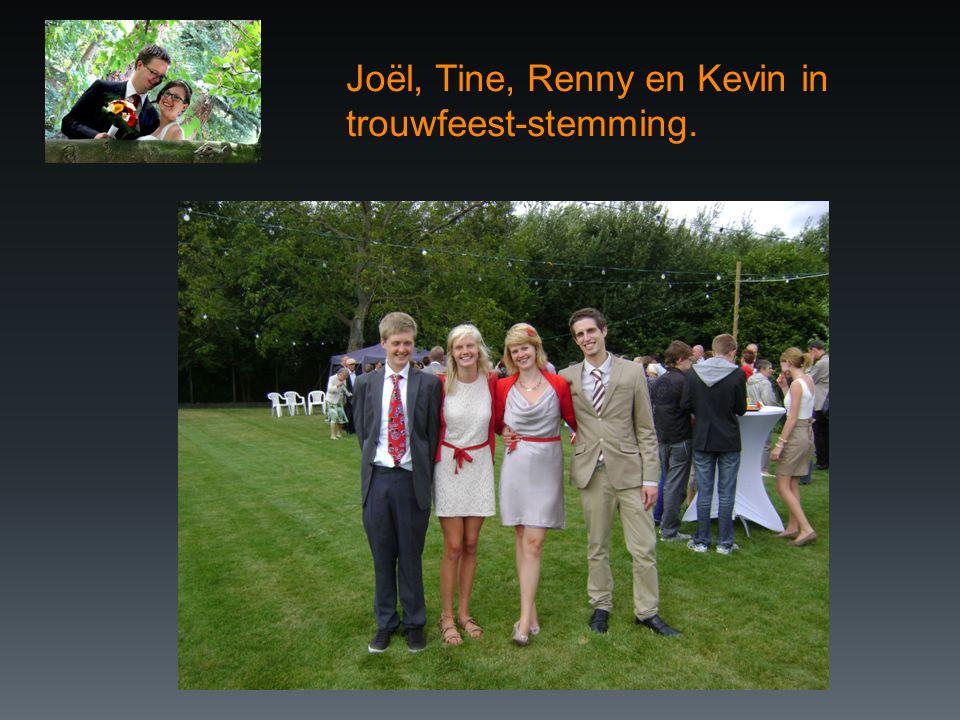 Joël, Tine, Renny en Kevin in trouwfeest-stemming.